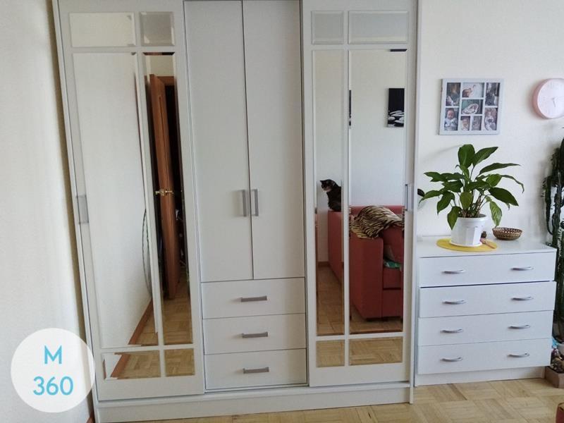 Распашной шкаф с зеркалом Подгорица Арт 009530932